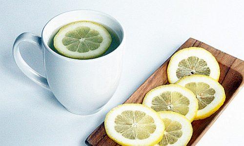 10 motivi per cui dovresti bere acqua calda al limone al mattino