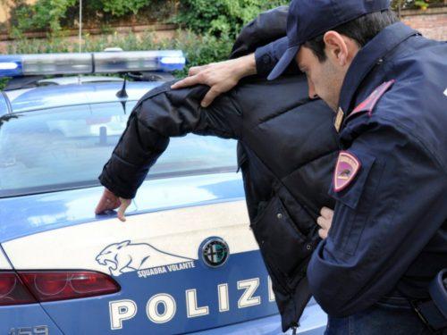 Ladro in fuga si nasconde in cantina ma viene tradito da un fragoroso peto: arrestato