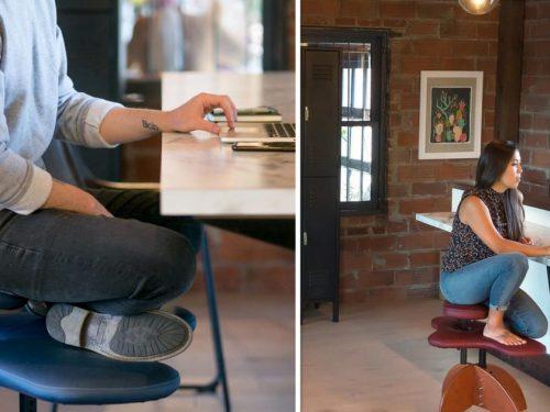 Sedia per sedersi alla scrivania con le gambe incrociate